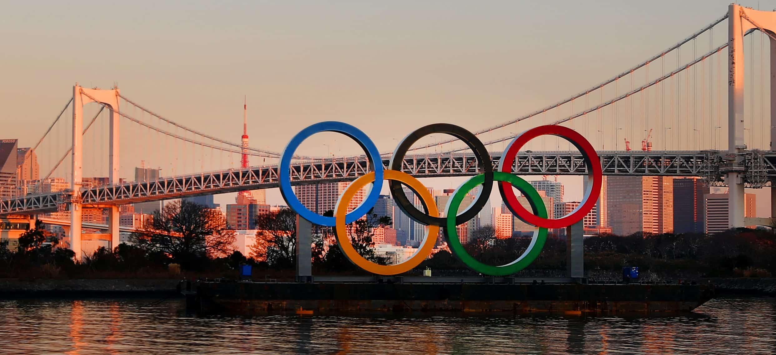 Le CIO Japonais avec les 4 propositions finales du logo de Tokyo 2020